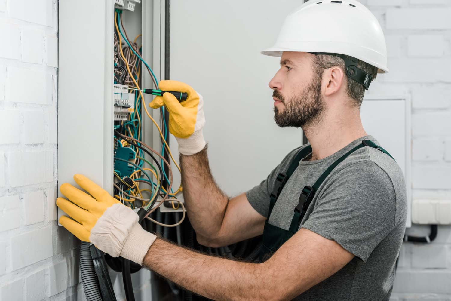 Pursuing Electrician Training Stress Free and Successfully